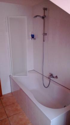 Badewanne und Dusche